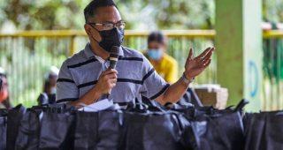 BARANGAY PAMUTAN RECEIVES BAGS OF HOPE